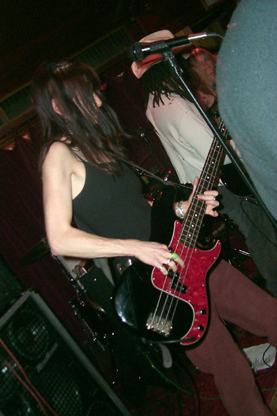 bands/liar/2000-02-26/14-paula_rock.jpg